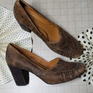Born Crowl Distressed Loafer Heels size 8
